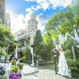 大聖堂の門をくぐると、待ちに待った一日のスタート。ゲストをお出迎えしたりも可能!隠れフォトスポットにもなり沢山の写真撮影もOK!