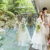 本番前の花嫁もリラックス。チャペルからロビーの廊下も明るく、万一の雨でもゆったり過ごすことが可能