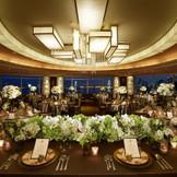 披露宴会場『ウィラード』 220度に広がるパノラマからはレインボーブリッジをはじめ、東京ベイを一望できます。 【収容人数】90〜210名様