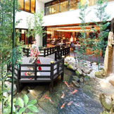 ゲストルームから見える中庭は都会の喧騒を感じさせないゆったりとした空間。