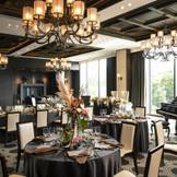 重厚な雰囲気漂う披露宴会場シルヴァンでは上質なウェディングが叶う