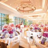 本年5月にリニューアルした6階シャンゼリゼアベニュー!ピンクゴールドと白を基調とした、銀座らしく品のある素敵な空間
