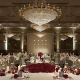 出会いや喜びの発信地【ヴェルサイユの間】 ホテルウェディングに相応しい煌びやかな空間♪