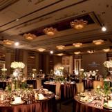 【シャングリラスイート】最大300名様まで収容可能な広さをしなえた会場は、迫力ある最新の音響・LED照明を完備!