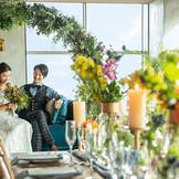 【20階/No.20】ソファ席や長テーブルのレイアウトがトレンド先取り!「自由」を思い切り取り入れられる貸切空間