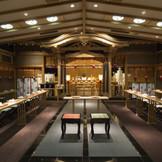 豊明殿 関東一と謳われる武蔵一の宮氷川神社様より御分霊された神殿。 伝統の重みを感じながら、挙式を行えます。