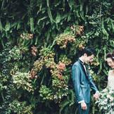 お洒落な壁面緑化で写真撮影。トレンドのグリーン×ホワイトでインスタ映え◎