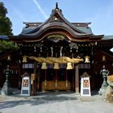 櫛田神社は古くから博多の総鎮守であり、「お櫛田さん」の愛称でしたしまれている。境内には通常博多祇園山笠のお祭り期間中にしか見ることの出来ない飾り山が唯一常設されており、博多の伝統や歴史の素晴らしさを感じていただけます。