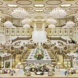 宮殿で開かれるパーティのよう。正統派花嫁からの支持が高い晩餐会スタイル