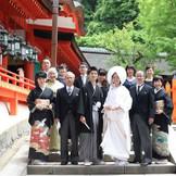 春日大社での挙式後 ご家族で笑顔のお写真