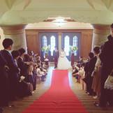 旧商工奨励館 大階段挙式は横浜らしいクラシカルな結婚式