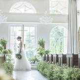 やさしく包む自然の光が花嫁を引き立てる