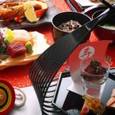 屋形船で味わえる婚礼会席料理の数々。江戸前の心意気を心ゆくまでご堪能下さい。