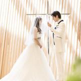 高崎駅前に2016年春オープンした『森の光教会』。世界的に活躍する隈研吾氏が設計を手掛ける独立型チャペル。