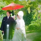 和装のシーンには野点傘を用いた演出も人気。『徳島』で『和婚』『和の結婚式』をご希望なら『樫野倶楽部』へ。