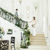 階段から降りる演出はロマンティック