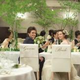 お二人の特別席、メインテーブルでゲストと一緒に最高の時間を楽しみましょう♪