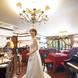 最大級の披露宴会場は和装も洋装も良く似合い、まさに貴族の宴を思わてくれる。アットホームなひと時を♪