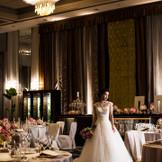 ホテルの上質な雰囲気漂う披露宴会場