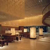 緑豊かな東山七条の一角に位置し、京都国立博物館・三十三間堂に隣接。JR京都駅から車で約5分とレジャー・ビジネス共に便利な立地。
