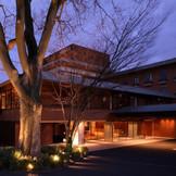 豊かな自然と古の伝統を今に受け継ぐ東山七条。緑溢れるこの静かな地に佇む『ハイアット リージェンシー京都』。