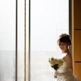 大きな窓から差し込む光を使っての撮影