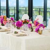 景色を眺めながらの会食は贅沢なひととき。