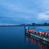 移り行く景色を愉しめるのは船上ウェディングだけ。人とは一味違う一日をご提供致します!