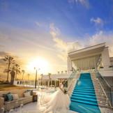 夕方になると大階段前がよりドラマチックな雰囲気に◎ 人大人なご結婚式をされたいお二人にオススメ!
