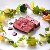 付け合せの野菜1つ1つまで、素材の美味しさを最大限ひ引き出すため、別々に調理する。そのこだわりが感動の味を生む。