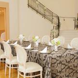 少人数会食にぴったりなプティ・フランス邸。 会場内には女の子は一度は憧れた螺旋階段付!