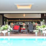 【The Villa 1st】の会場にはプールが併設されています。 ウェルカムボードや花びらを浮かべたりと活用方法は様々です。