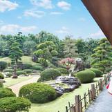 バンケットの正面には広大な日本庭園