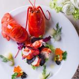 旬の食材を使った一品 オマール海老は人気の品です♪
