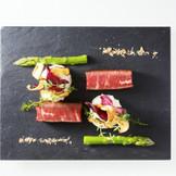 メイン料理には、厳選された食材を使用