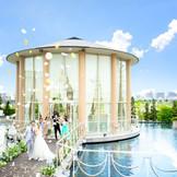 挙式後には橋の上で水を使った爽やかな演出も!