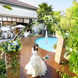 会場とひと続きのプール付ガーデンの使い方は自由