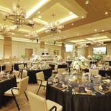 【オリエンタルボールルーム】贅沢な雰囲気で、非日常の時間を過ごせるパーティー会場。最大150名