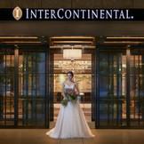 ブランドロゴが輝くエントランスは花嫁の人気スポット