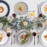 各ゲストが食べたい料理を選べる「プリフィックスコース」が大好評! オードブルからデザートまでお好きなメニューを組み合わせて、それぞれのゲストのスペシャルコースが完成します