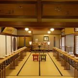 館内神前式  諏訪神社より神主と巫女をお呼びして神前式を行います  玄関で靴を脱いでいただくと、いったん外に出る必要が無いので、季節や天候に左右されません。