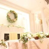 大きいリースのメインテーブル装飾。