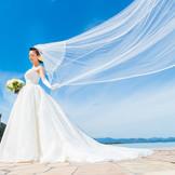 青い海と輝く海とエッジレスプールが 一体となった場所での「天空のセレモニー」はどこにもない感動があります。 「徳島」で「結婚式」を挙げるなら 「グランドエクシブ鳴門」へ。