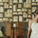 フォトジェニックな壁をバックに印象的な花嫁を演出