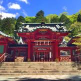 縁結びの神様でもある九頭龍様と箱根の大神を御祭りする「箱根神社」。 パワースポットの源で家族誕生のご祈祷を。