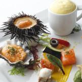 旬の魚介類を使用した新感覚フレンチがパーティをより一層印象的にしてくれる