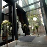 ゲストをお迎えるエントランス。二人の手作りのウェルカムボードや好きな花でコーディネートを・・・