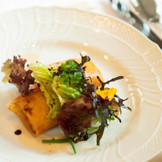 料理の味はもちろん、彩りなども鮮やかな料理にゲストの皆様にもご満足いただけます。