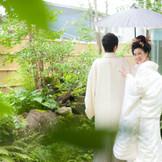 中庭は日本庭園で和装の撮影にはぴったり。
