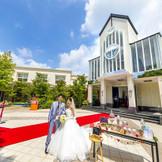 広々とした敷地に、チャペル・邸宅・プライベートガーデンが美しく佇み、まさにお二人とゲストのプライベートガーデン。